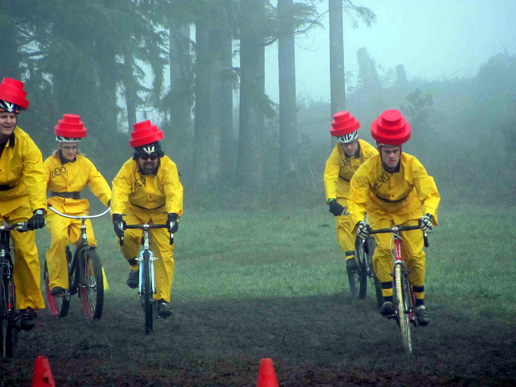 Pacific Pedaling as Team DEVO for a misty morning race. Thanks to Grimace 2/9 for the photo!